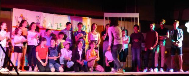 Sous la houlette de Marina Raynaud, les apprentis comédiens viennent s'initier aux différentes techniques d'approche de la scène et découvrir l'univers du comédien à travers genres et auteurs du théâtre. […]